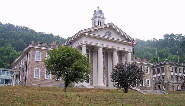 Wyoming County Courthouse West Virginia (700x401, 304Kb)
