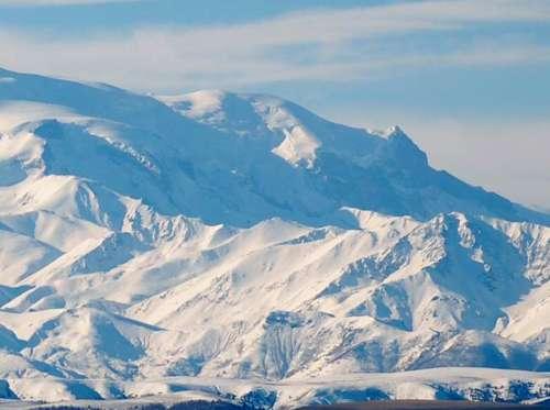Наивысшей точкой россии является гора имеющая высоту