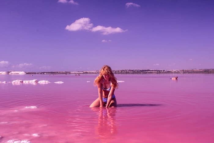 Где находится розовое озеро