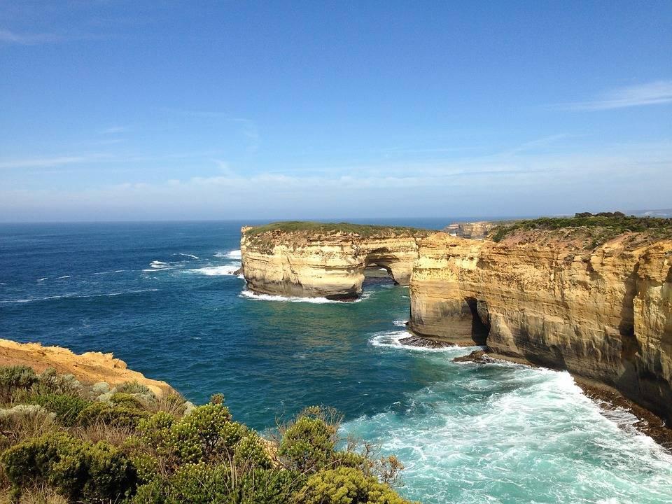 Какие моря и океаны омывают австралию