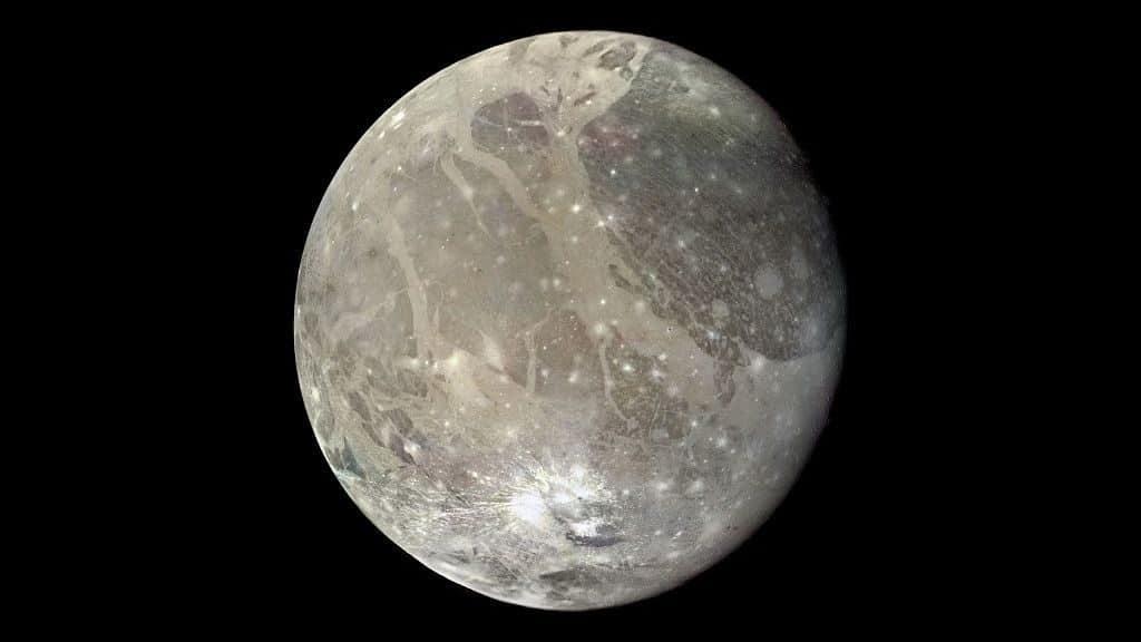 Самый маленький спутник солнечной системы
