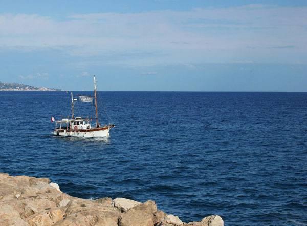 Площадь средиземного моря