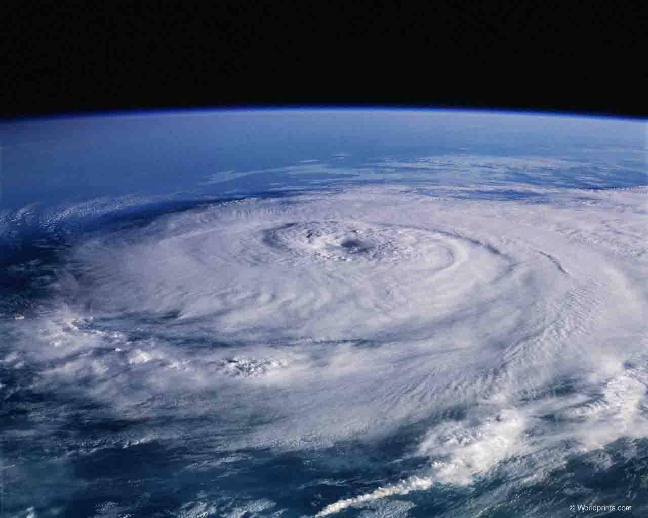 Какого газа в атмосфере земли больше всего