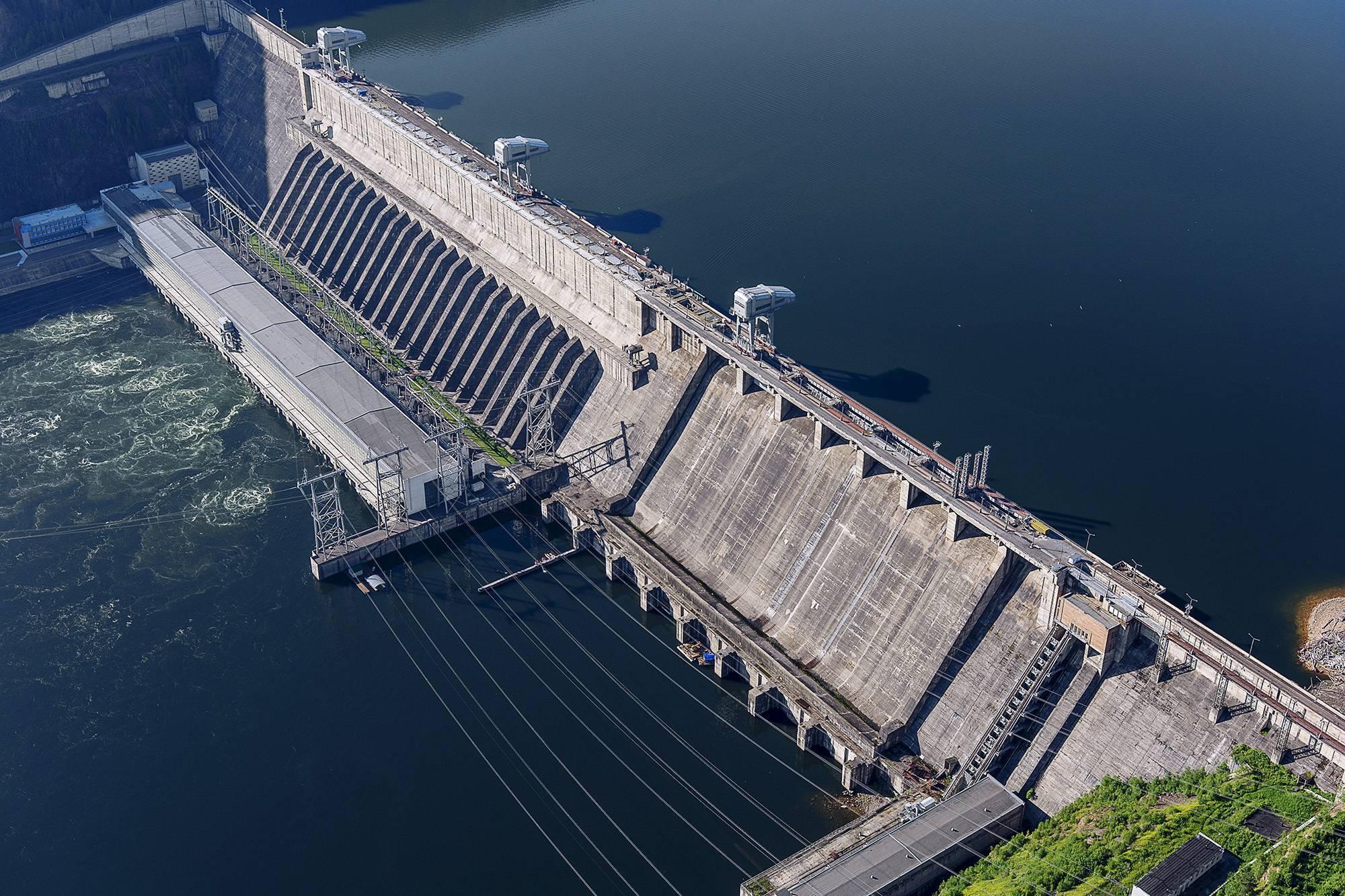 Самое большое по объему водохранилище в россии
