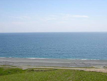 Какой полуостров россии омывается водами двух океанов