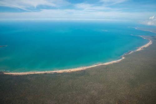 Какими морями омывается австралия