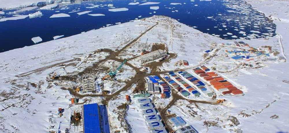 Сколько постоянных жителей в антарктиде